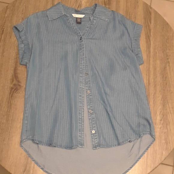 Khakis & Co Tops - Super Cute Denim shirt